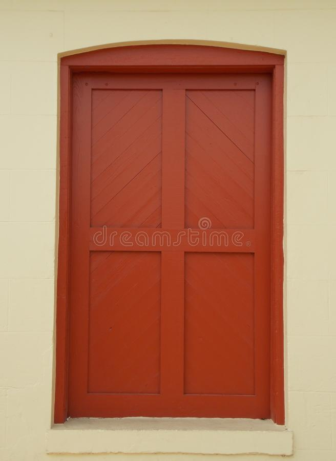 Kolonialny Czerwony drzwi obraz royalty free