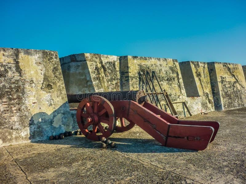 Kolonialny Wojenny Antyczny działo w Cartagena fortecy obrazy royalty free