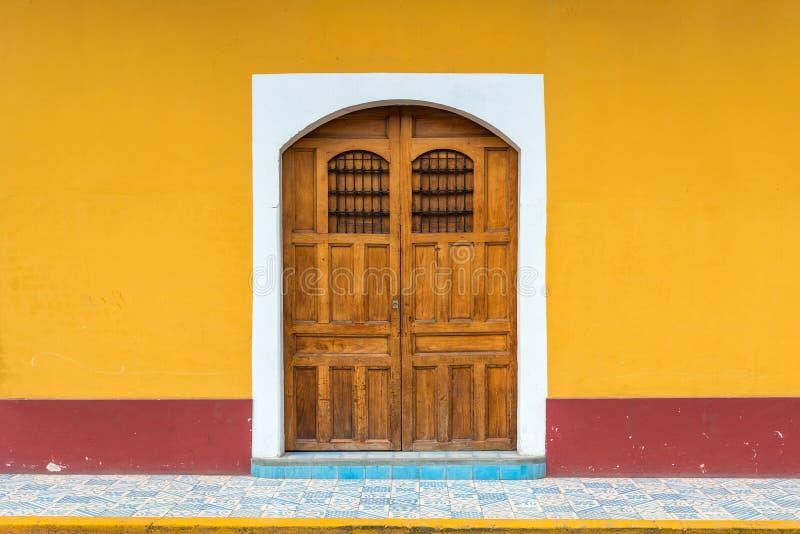 Kolonialstil-Fassade, Granada, Nicaragua stockfotos