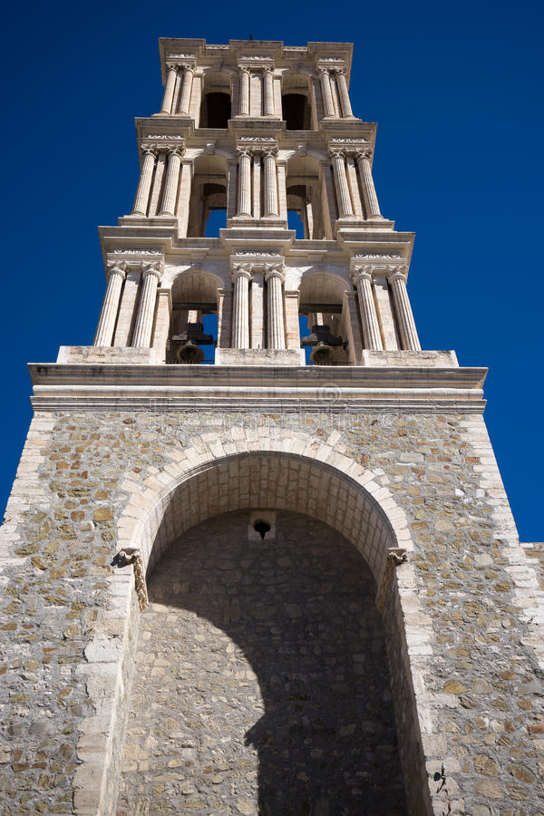 Kolonialt kyrkligt torn i saltillo Mexiko royaltyfria foton