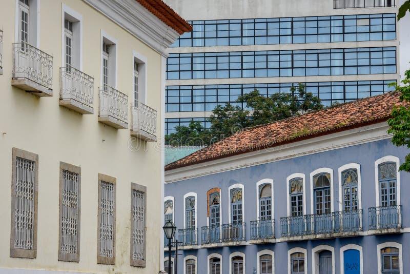 Koloniinvånare och modern arkitektur i Sao Luis, Brasilien arkivbilder