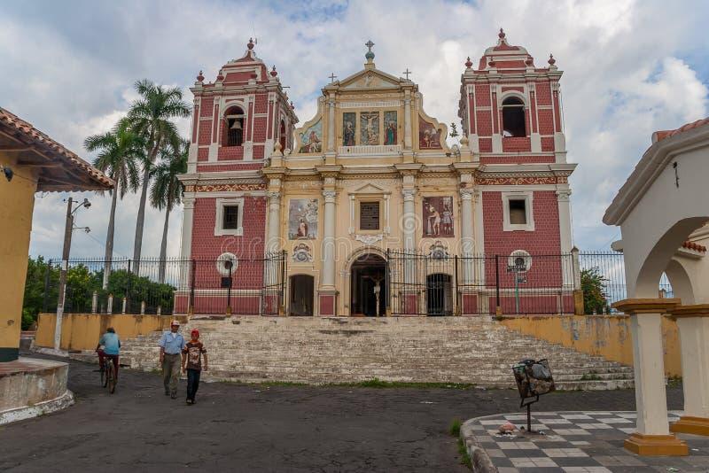 Koloniinvånarekyrka för El Calvario i den gamla mitten av Leon fotografering för bildbyråer