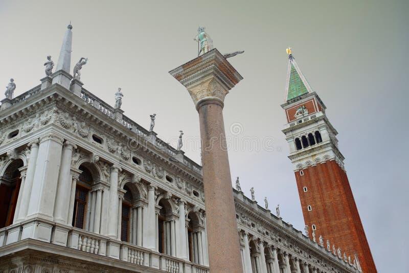 Kolonn av San Todaro i Venedig arkivbilder