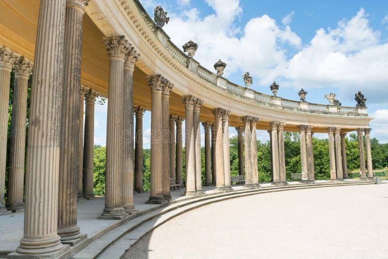 Kolonnad från det 18th århundradet i Potsdam arkivbild