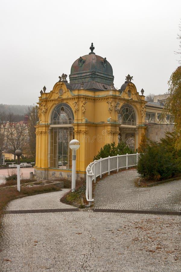 Kolonnade in Marianske Lazne (Marienbad Badekurort) stockfoto