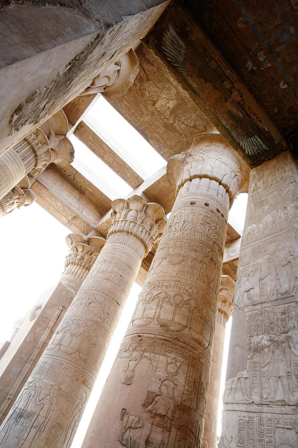 Kolonnade in Sobek-Tempel, Kom Ombo, Ägypten lizenzfreies stockfoto