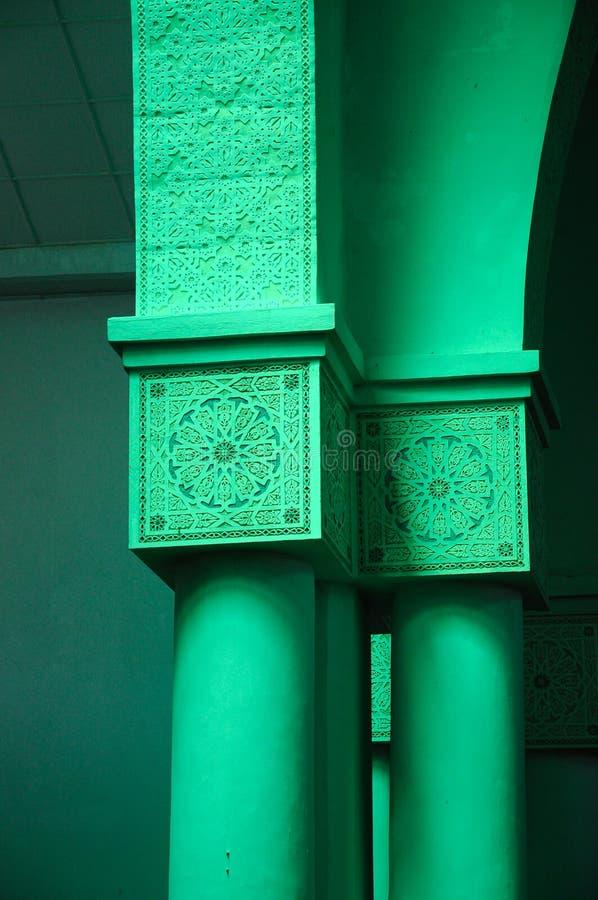 Kolonndetalj och modell på Sultan Haji Ahmad Shah Mosque a K en UIA-moské i Gombak, Malaysia royaltyfri bild