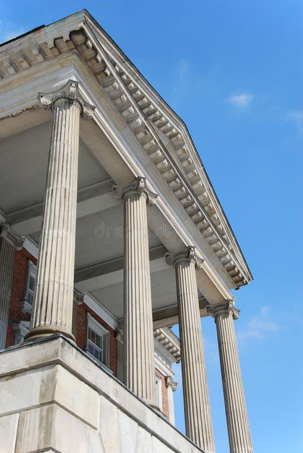kolonndomstolsbyggnad royaltyfria foton