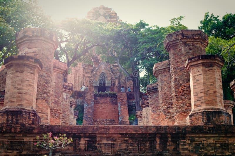 Kolonner av templet av chamen i Vietnam royaltyfria foton