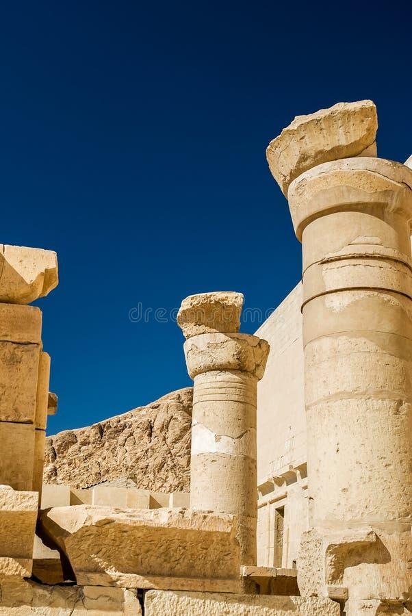Kolonner av templet av Hatshepsut arkivbild