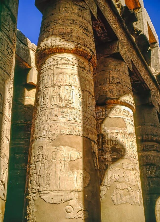 Kolonner av templet i Karnak, Egypten arkivfoto