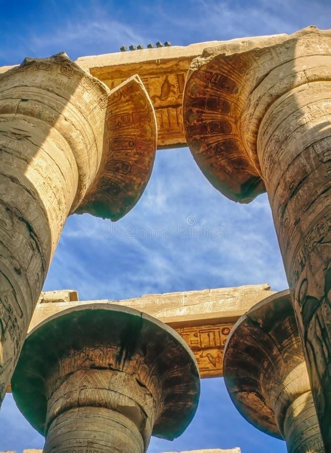 Kolonner av templet i Karnak, Egypten royaltyfria bilder