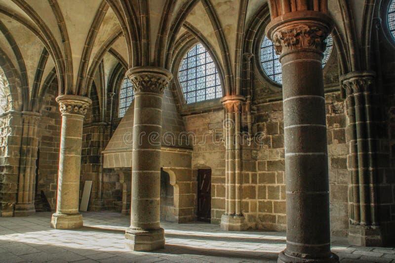 Kolonner inom helgonet Michel Abbey - den huvudsakliga medeltida gränsmärket av brittiska Frantsii royaltyfri bild