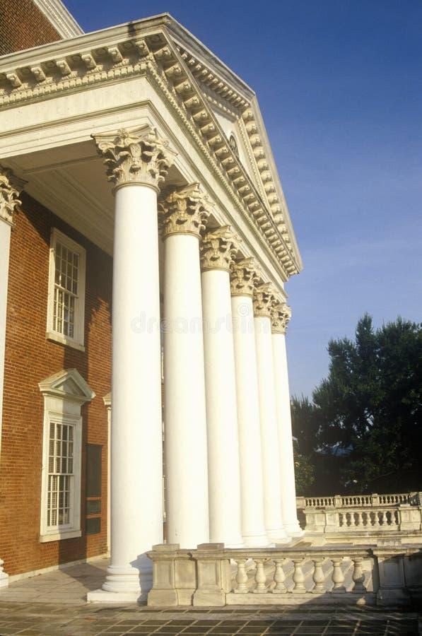 Kolonner på byggnad på universitetet av Virginia inspirerade vid Thomas Jefferson, Charlottesville, VA royaltyfria foton