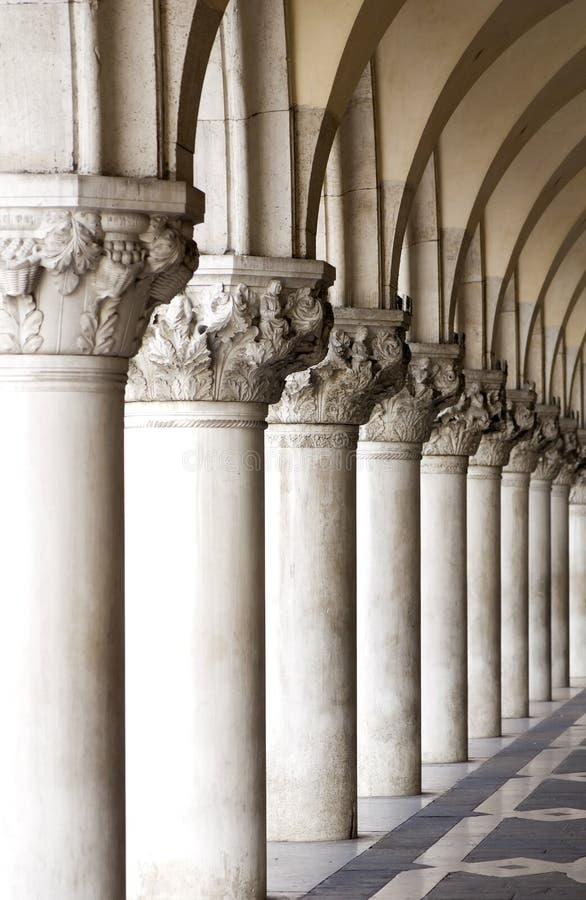 kolonner venice arkivbilder