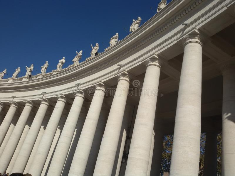 kolonnpiazza pietro san royaltyfri bild