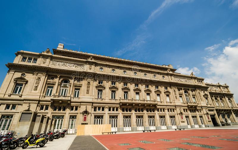 Kolonteatroteater i Buenos Aires, Argentina, på en solig dag royaltyfria bilder