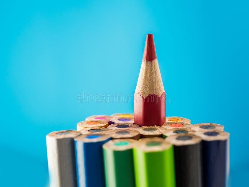 Kolorów ołówki jeden punkt w górę błękitnego tła zdjęcia royalty free