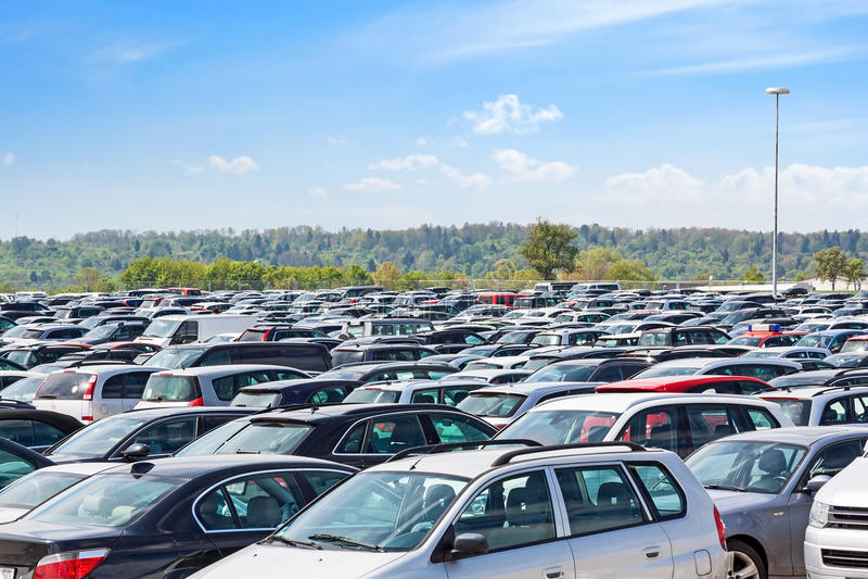 kolorów samochodów partii parkingu ładna powtarzam zdjęcie stock