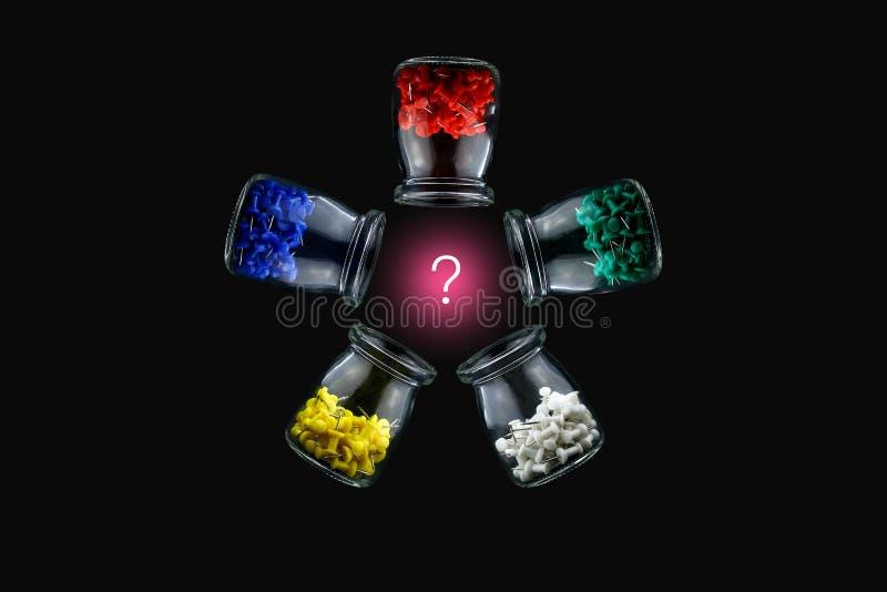 Kolorów thumbtacks i symboliczni elementy zdjęcia stock