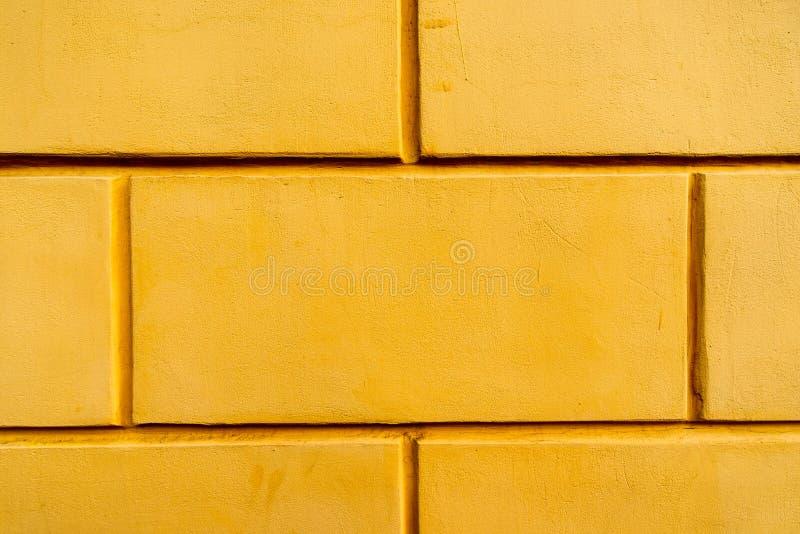 Kolor żółty ściana wielka stara cegła zdjęcia royalty free
