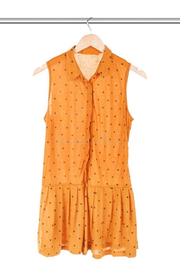 Kolor żółty suknia na wieszaku zdjęcia royalty free
