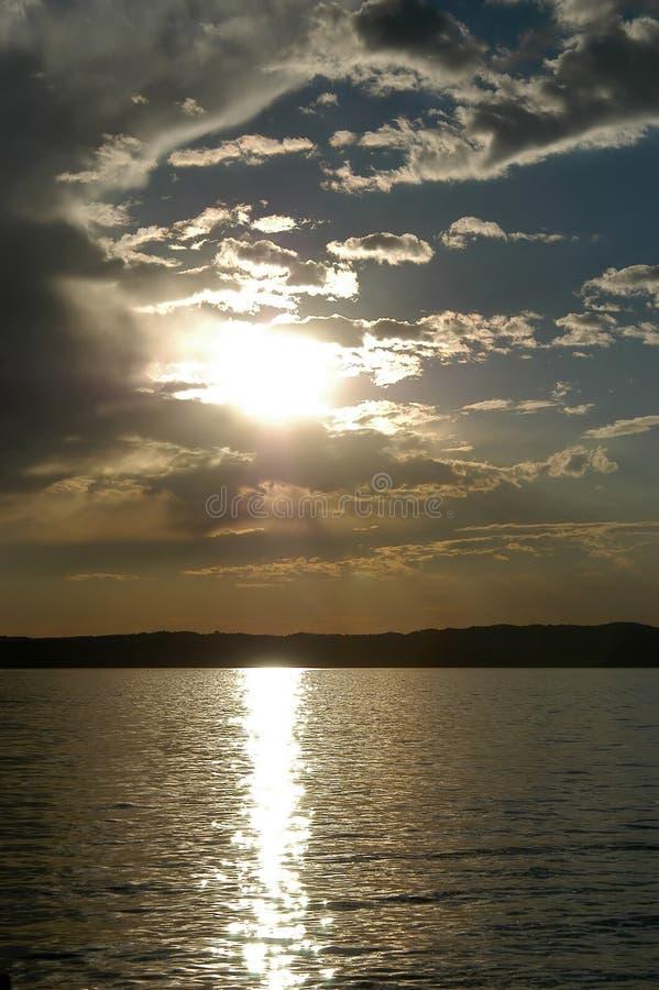 Download Kolor nieba zdjęcie stock. Obraz złożonej z łódź, woda, odbijający - 26584
