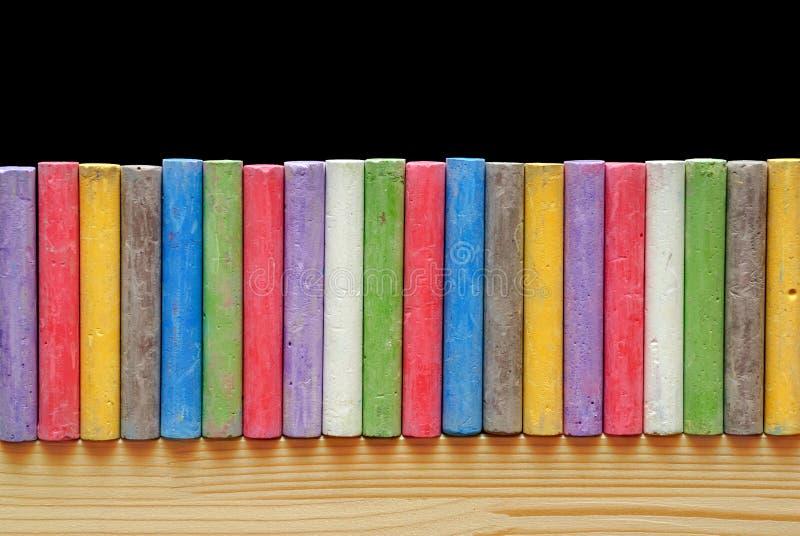 Kolor pisze kredą ustawionego w linii fotografia royalty free