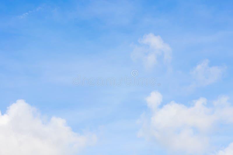 Kolor przez chmur w wieczór niebie fotografia stock