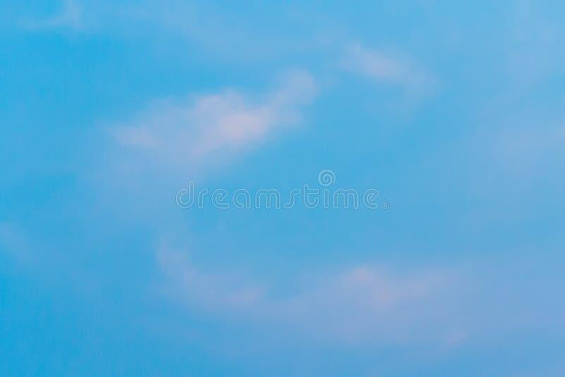 Kolor przez chmur w wieczór niebie zdjęcia royalty free