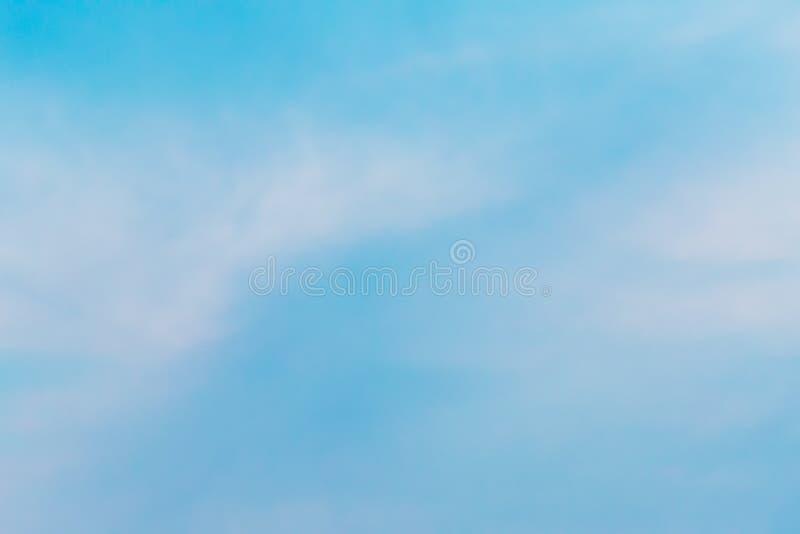 Kolor przez chmur w wieczór niebie obraz royalty free