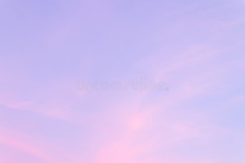Kolor przez chmur w wieczór niebie obrazy stock