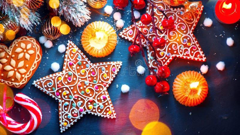 kolor tła wakacje czerwonego żółty Boże Narodzenia słuzyć stół z dekoracjami zdjęcie royalty free