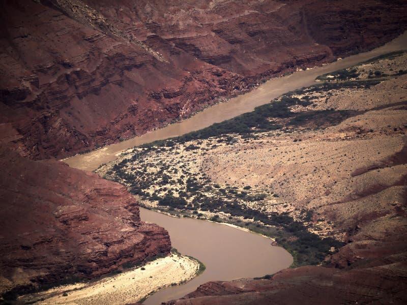 Kolorado rzeka przez Uroczystego jaru parka narodowego od Południowego obręcza w Arizona obraz stock