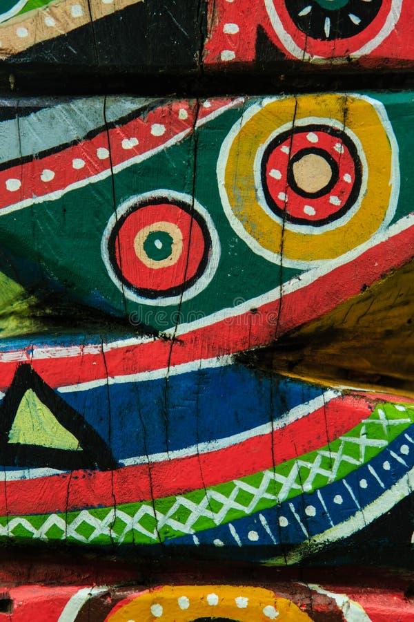 Kolorowa śmieszna drewniana ulga wyszczególnia widok fotografia royalty free