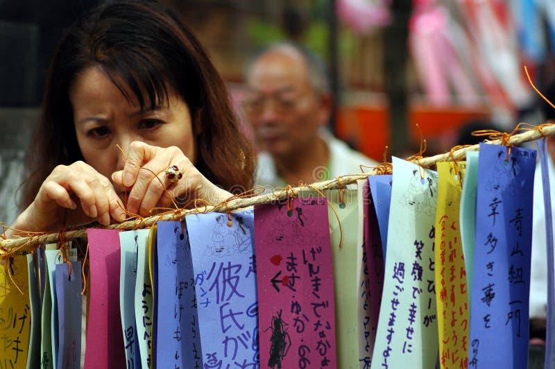 Kolorowa życzenie papieru kobieta fotografia stock