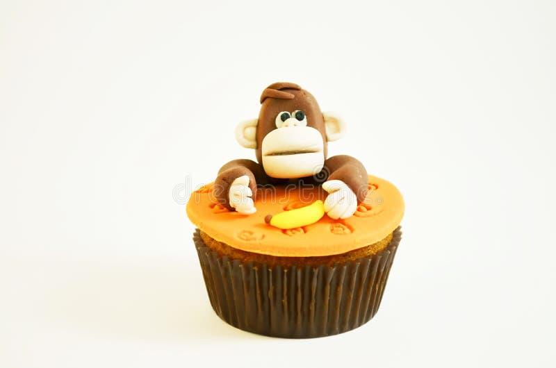 Kolorowa babeczka z małpią postacią obraz stock