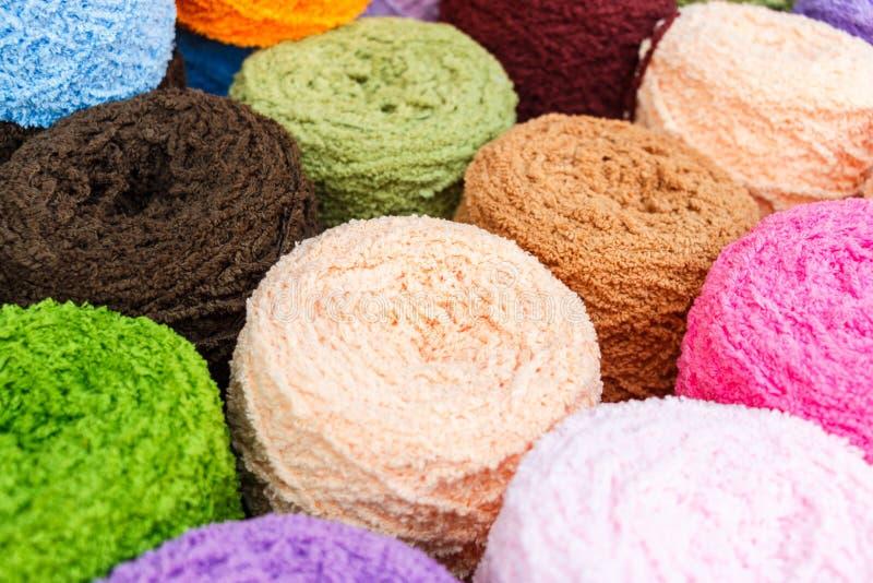 Kolorowa dziewiarska wełna obraz stock