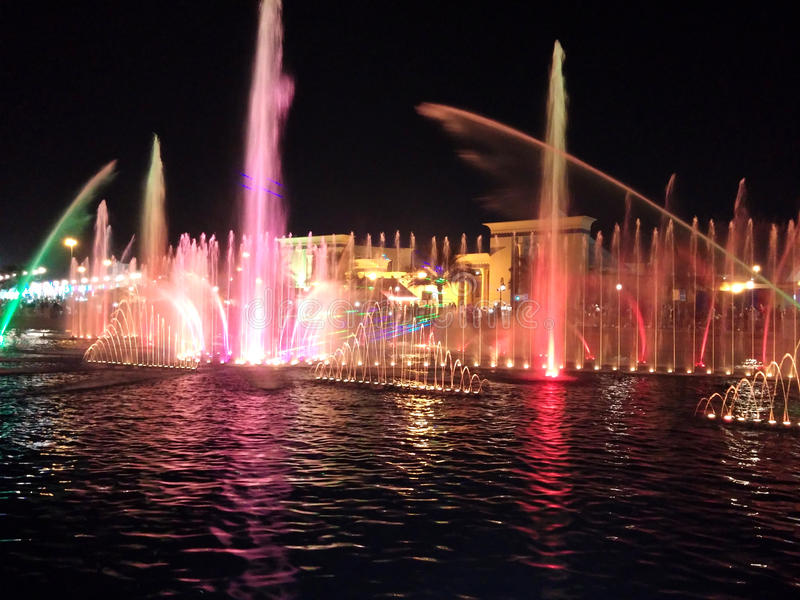 Download Kolorowa fontanny wody obraz stock. Obraz złożonej z przeznacza - 57665105