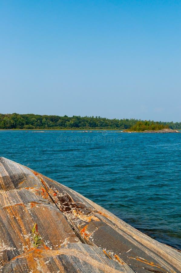 Kolorowa gnejs skała na Gruzińskiej zatoce fotografia royalty free