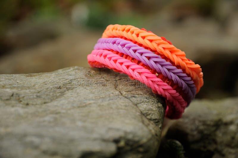 Kolorowa gumowata bransoletka zdjęcie royalty free