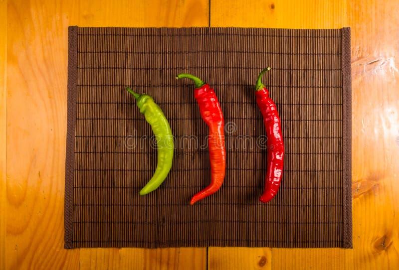 Kolorowa mieszanka świeżego i gorącego chili pieprze obrazy royalty free