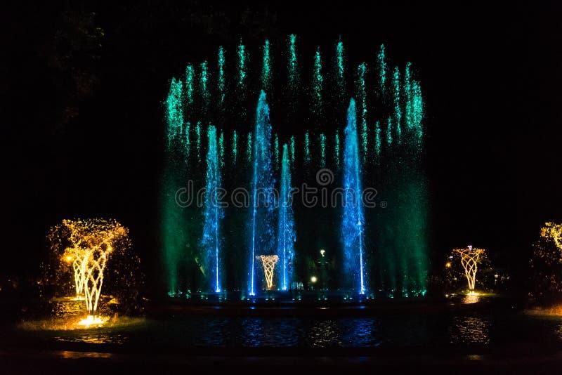 Kolorowa muzykalna fontanna fotografia stock