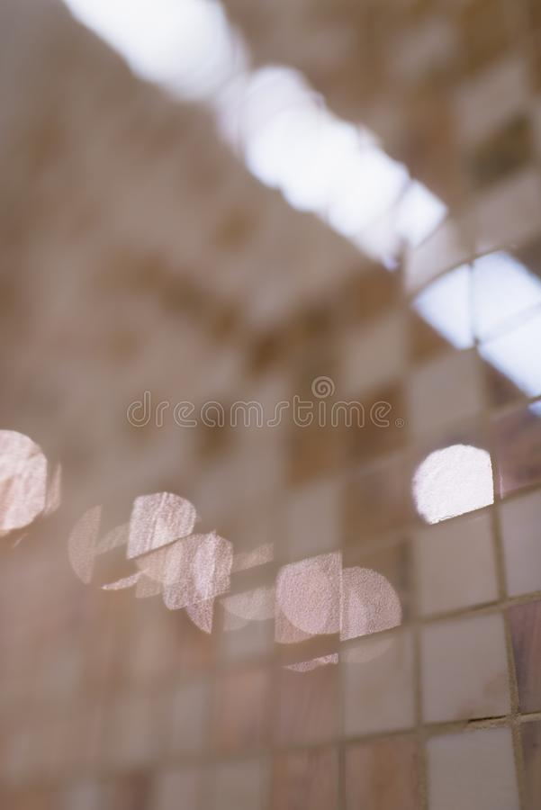 Kolorowa nowożytna mozaiki płytka w łazienki makro- zbliżenia płytkiej głębii pole fotografia stock