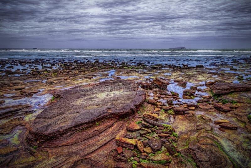 Kolorowa plaża w powulkanicznej wyspie zdjęcia royalty free