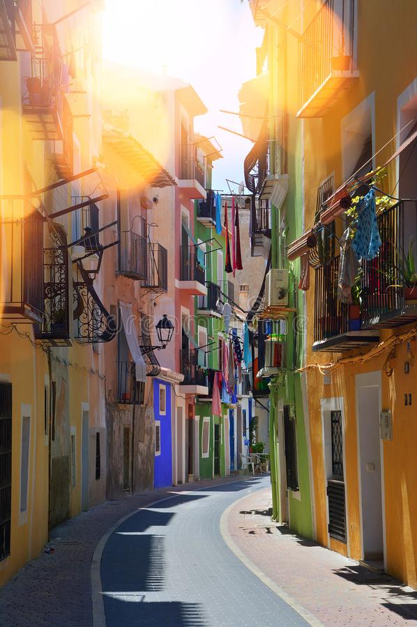 Kolorowa powabna Hiszpańska ulica zdjęcia stock