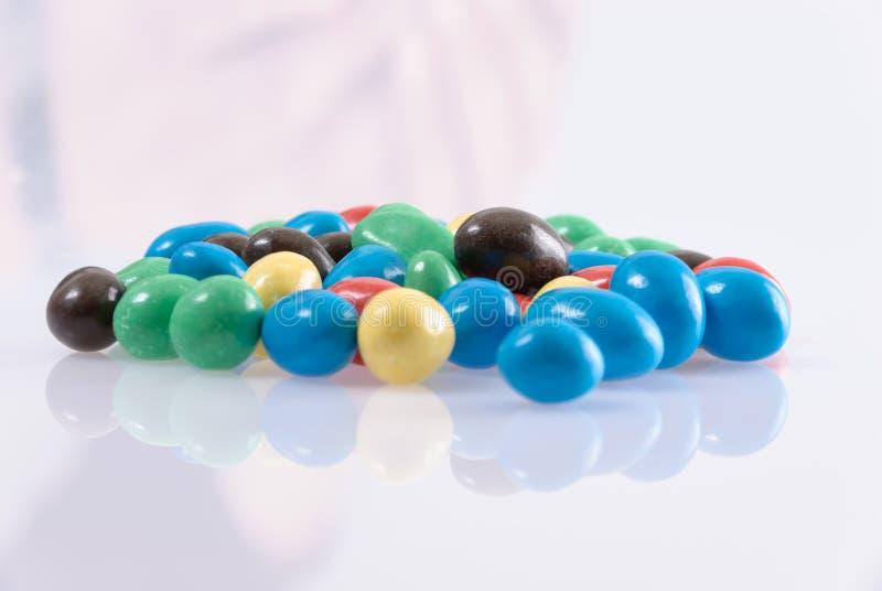 Kolorowa słodkość w odbiciu obraz stock
