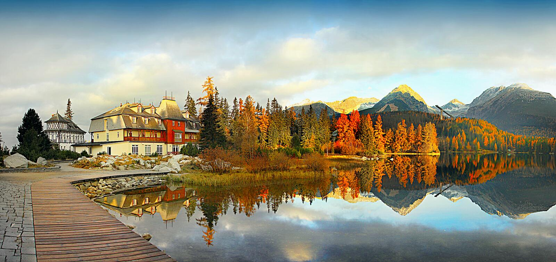 Kolorowa spadek sceneria, odbicie przy jeziorem, Krajobrazowy zmierzch zdjęcie stock