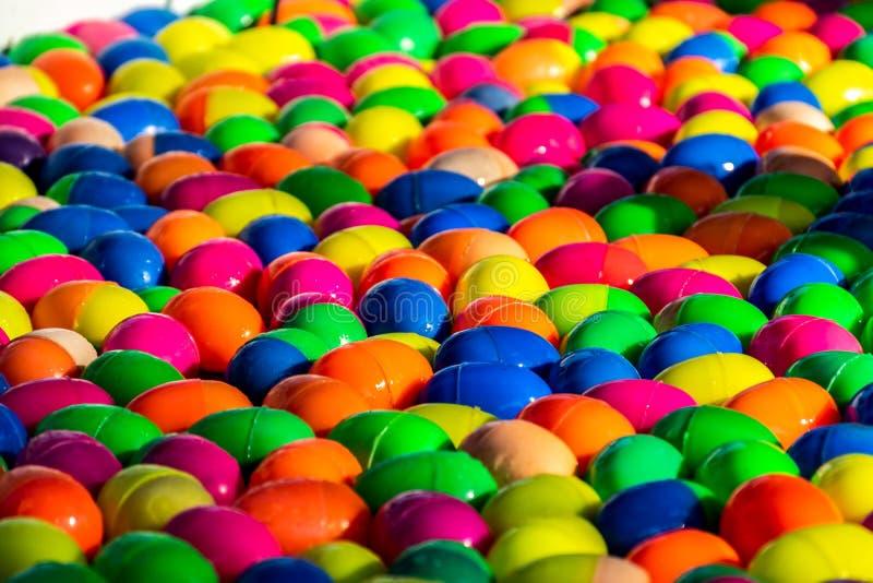 Kolorowa szcz?sliwa jajeczna pi?ka dla szcz?sliwej remis gry zdjęcie royalty free