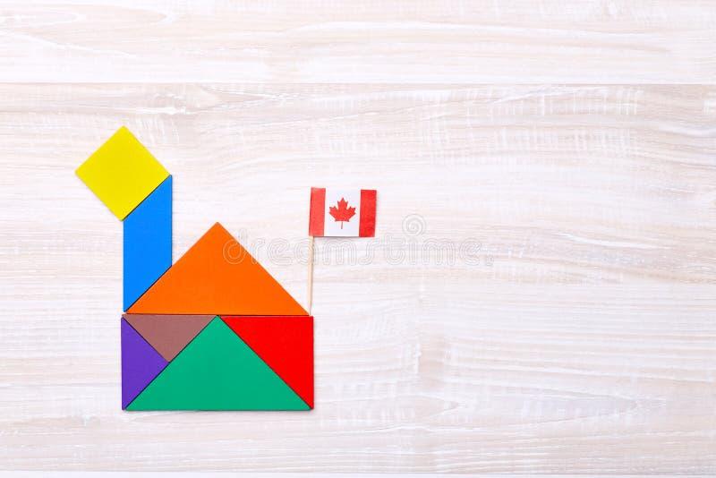 Kolorowa tangram łamigłówka w domowym kształcie obrazy royalty free